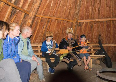 A concert of kaichi in the yurt