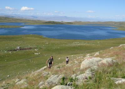 Wandelen naar Kyndyktykul meer